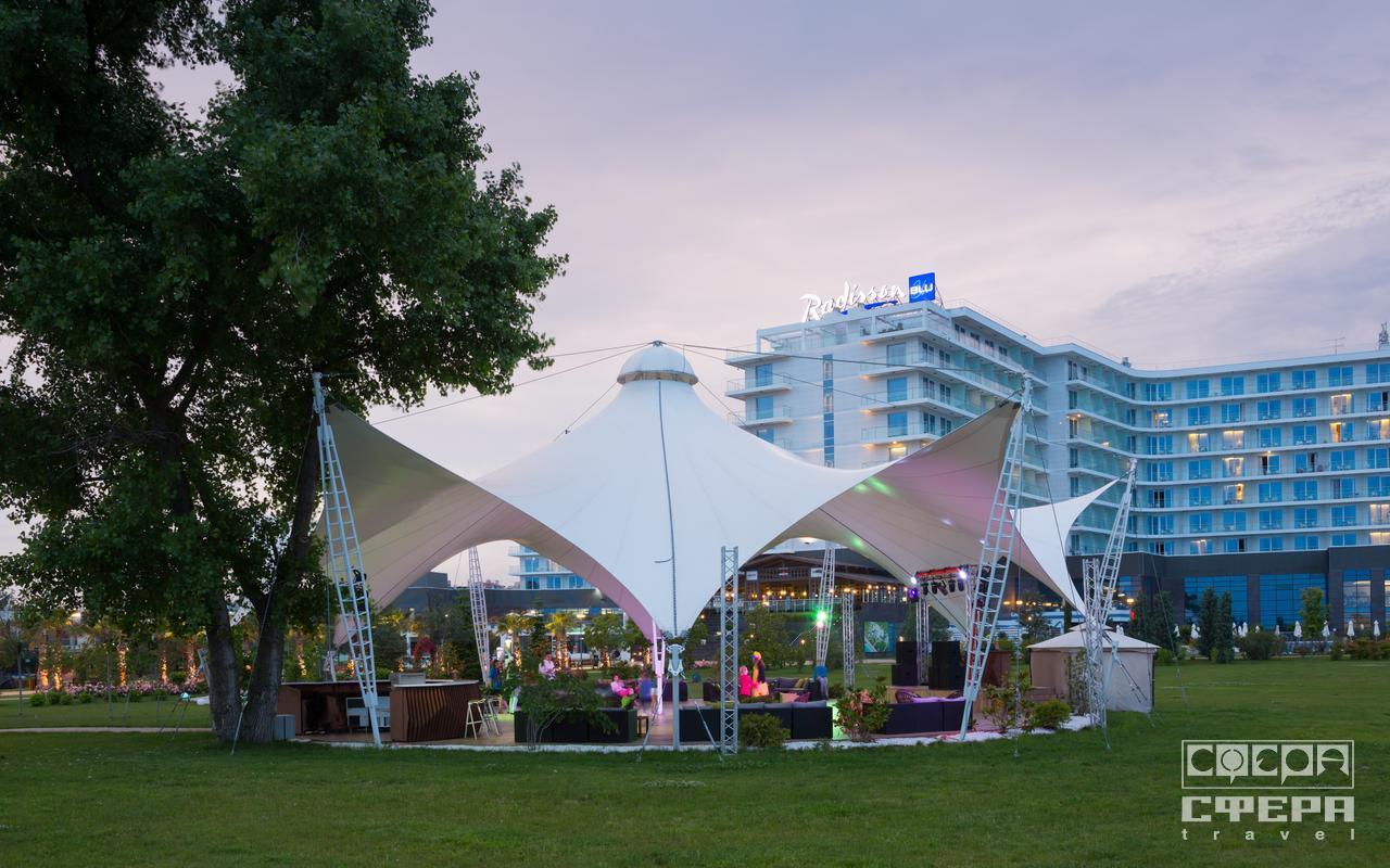 поцелуем видит белый шатер сочи парк фото является относительно распространенным